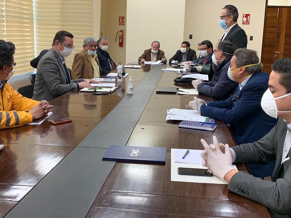 Ministro Ortiz coordina con autoridades y empresarios la reactivación de la economía